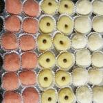 Docinhos de brigadeiro, cansadinho, morango, beijinho e leite em pó.